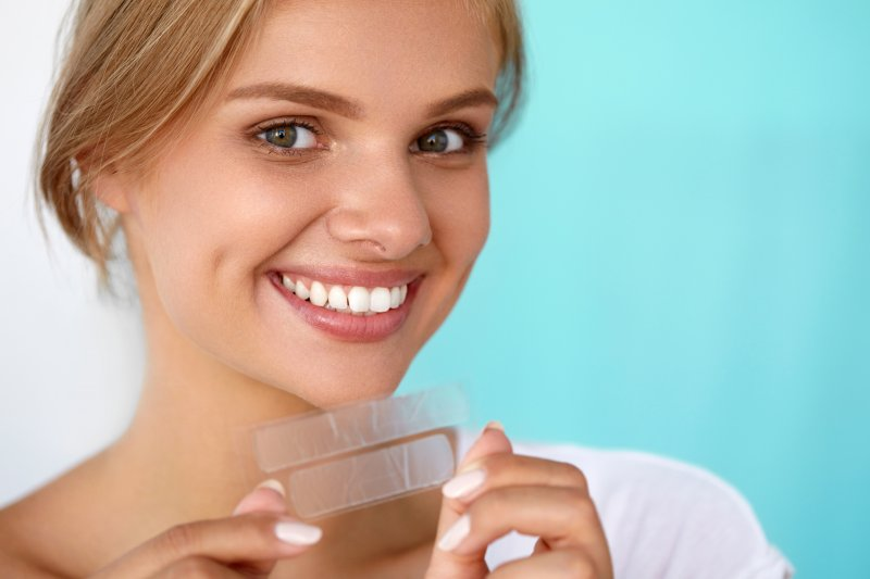 How Do Whitening Strips Work | Know the Fact & Step 2021